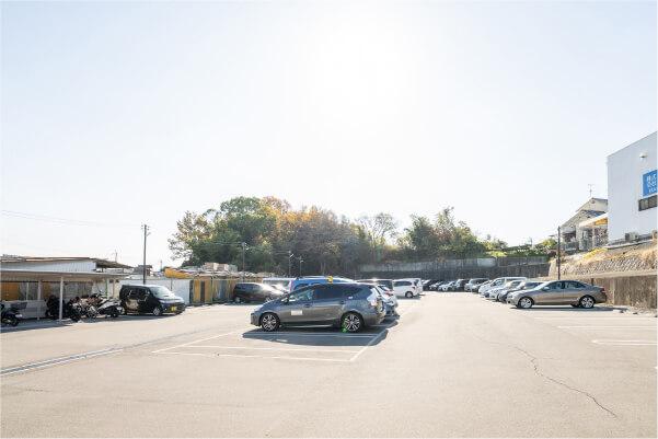 広くて停めやすい駐車場