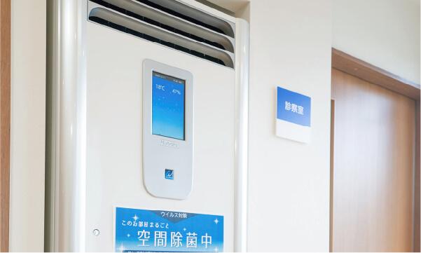 待合室には除菌空気洗浄機を設置
